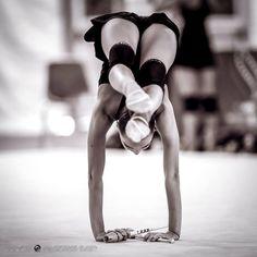 #RG backstage #rhythmic gymnastics #training Rhythmic Gymnastics Training, Gymnastics Flexibility, Gymnastics Poses, Acrobatic Gymnastics, Gymnastics Pictures, Sport Gymnastics, Artistic Gymnastics, Rhythmic Gymnastics Leotards, Olympic Gymnastics