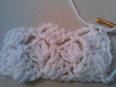 -crazy shell stitch In this short video I will teach you another great stitch to use for baby blankets, scarfs, shawls, you name it. I am working a small sample for the sake of . Crochet Block Stitch, Crochet Shell Stitch, C2c Crochet, Single Crochet Stitch, Manta Crochet, Crochet Blocks, Crochet Videos, Baby Blanket Crochet, Crochet Blankets
