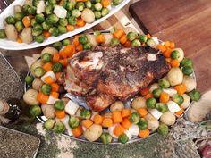 Γιορτινό χοιρινό μπούτι ψητό με λαχανικά