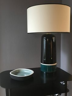 Lampe und Beistelltisch von Sarah Lavoie über Britta Peters