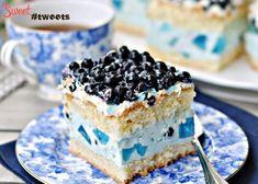 Бисквитный торт с ягодами и голубым желе  image 3