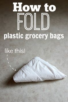 Messy grocery bags are a thing of the past! How to fold them neatly in seconds and never worry about them again! How to fold plastic bags into triangles Fold Plastic Bags, Plastic Grocery Bags, Grocery Bag Storage, Plastic Bag Storage, House Cleaning Tips, Diy Cleaning Products, Cleaning Hacks, Homemade Products, Cleaning Supplies