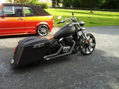 Kawasaki Vulcan 900 Custom Bagger.  This is a sweat ride, but the exhaust needs some work,