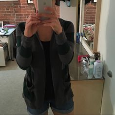 Gap stripped long sleeve open cardigan Soooo cute on! Runs big. Fits like a small or medium GAP Sweaters Cardigans