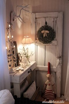 I think this is a mix of shabby chic and rustic Swedish Christmas, Cozy Christmas, Scandinavian Christmas, Country Christmas, All Things Christmas, Vintage Christmas, Decoration Christmas, Holiday Decor, Holiday Ideas