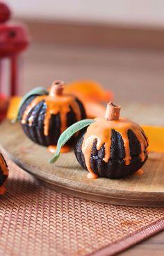 Halloween desserts ! Eggless chocolate pumpkin mini cakes-Perfect for halloween