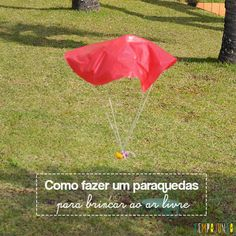 Brincar com um paraquedas é um brinquedo muito especial que você pode fazer para seus filhos se divertirem muito ao ar livre