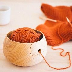 Wood Yarn Bowl - Diy İdeas for Home Wood Yarn Bowl - Wood Yarn Bowl Yarn bowls are the solution to keeping your yarn from rolling away and falling to the farthest corner behind the sofa (where it inevitably falls in with the no- Wood Turning Lathe, Wood Turning Projects, Wood Lathe, Diy Wood Projects, Wood Wood, Small Wooden Projects, Turning Tools, Yarn Bowls Diy, Wooden Yarn Bowl