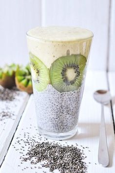 nads healthy kitchen | vanilla chia pudding with a kiwi-nana and mango smoothie