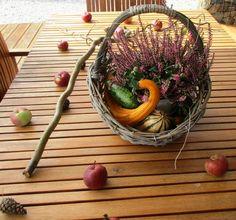 Podzimní stůl na zahradě