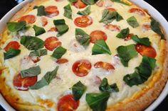 Tomaatti-fetapiirakka on helppo leivonnainen Vegetable Pizza, Feta, Food And Drink, Dinner, Vegetables, Joy, Cakes, Suppers, Cake
