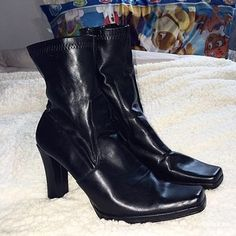 Nine West Mid Calf Boots - sz 8.5 Size 8.5, black in color. Man made material. Zip closure. Bottoms are in great condition. Nine West Shoes Heeled Boots