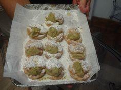 Bignè con crema di Pistacchio Muffin, Tours, Breakfast, Food, Cream, Morning Coffee, Essen, Muffins, Meals