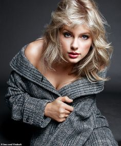 Taylor Swift appeared different when undergoing a photoshoot for Vogue magazine. He looks chic with vintage clothing, like what? Related Post: Final Fantasy 7 Remake, a New Trailer Will Be Shown at TGS 2019 Taylor Swift Hot, Taylor Swift Songs, Long Live Taylor Swift, Taylor Swift Pictures, Taylor Swift Country, Beautiful Taylor Swift, All About Taylor Swift, Red Taylor, Up Dos