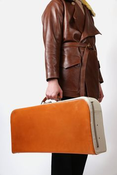 CHAPAL Travel Case / Linder Art Pieces, Minimal, How To Make, How To Wear, Leather Jacket, Purses, Simple, Bags, Travel