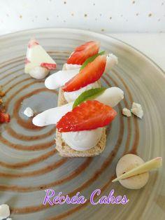 Moelleux à la fraise et ganache fraise verveine | Récréacakes Panna Cotta, Cake, Ethnic Recipes, Desserts, Food, Strawberry Fruit, Sweet Recipes, Tailgate Desserts, Dulce De Leche
