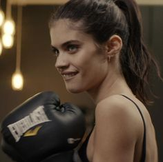 Sara Sampaio in boxing gear...