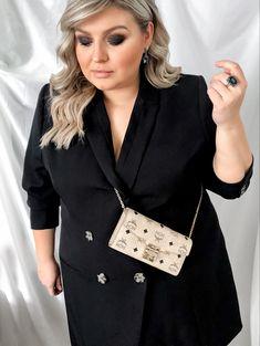 @elabonbonella plus size blogger | favorite and elegant blazer dress in plus size | elabonbonella.com Plus Size Looks, Blazer Dress, Daniel Wellington, Famous People, Plus Size Fashion, Fashion Beauty, My Favorite Things, Elegant, Blog