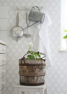 Ꮶnoгkan - Lilly is Love Shabby Chic Style, Scandi Style, Cottage Interiors, Cottage Style, White Cottage, Cottage House, White Rooms, Scandinavian Home, Dorm Decorations