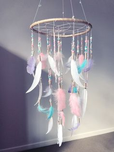 67 noble DIY home decor bedroom projects that will fit your home in the budget of 59 . - 67 noble DIY home decor bedroom projects to decorate your home in the budget of 59 # designinterior - Dream Catcher Craft, Dream Catcher Mobile, Diy Dream Catcher For Kids, Dream Catcher Nursery, Making Dream Catchers, Feather Dream Catcher, Diy Home Crafts, Crafts To Make, Arts And Crafts