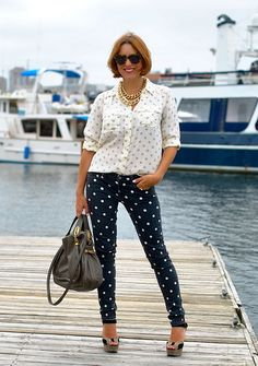 Polka dot jeans + top + chunky gold necklaces    DSC_0110 by my style pill, via Flickr