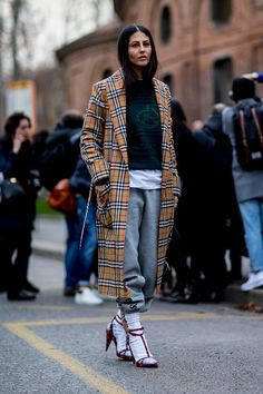 The Best Street Style Looks From Milan Fashion Week Fall 2018 Street Style Trends, Best Street Style, Milan Fashion Week Street Style, Street Style 2018, Looks Street Style, Fashion Week 2018, Milan Fashion Weeks, Autumn Street Style, Cool Street Fashion