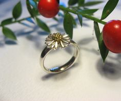 small daisy ring http://www.sheenamcmaster.co.uk ~Face book Sheena McMaster Jewellery