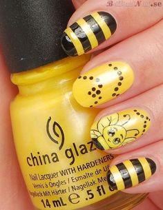 summer nail art-bumble bee! @Rene' Balleras-Lampley' Balleras-Lampley' Balleras-Lampley' Saner for all the YellowJacket fans