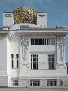 Вариант оформления фасада белого цвета в ардеко стиле с узорами