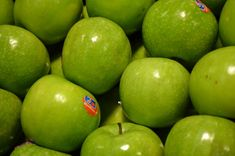 TIL Granny Smith Apples originated by accident when a lady dumped a crate of old rotten French crab apples in her garden and then later found an apple sapling growing there. The tree grew to produce green tart apples that had never grown before. Plum Fruit, Banana Fruit, Apple Fruit, Fruits And Vegetables Images, Fruits Images, Granny Smith, Chocolate Chili, Fruit Picture, Free Fruit