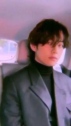 Jungkook Jimin, Kim Taehyung Funny, V Taehyung, V Bta, Kpop Gifs, V Video, Bts Pictures, Photos, Les Bts