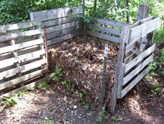 No green garden is complete without a compost pile. Compost conditions the soil, helping the earth and plants stay healthy by providing vital nutriants. Added to these benefits, composting reduces … Garden Compost, Garden Soil, Edible Garden, Vegetable Garden, Organic Gardening, Gardening Tips, Organic Lawn Care, How To Make Compost, Hobby Farms