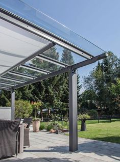 terrassenüberdachung mit sonnenschutz, terrassendach, vordach Although historical within strategy, your pergola continues to be having Corner Pergola, Pergola With Roof, Outdoor Pergola, Wooden Pergola, Covered Pergola, Patio Roof, Backyard Patio, Pergola Lighting, Pergola Canopy