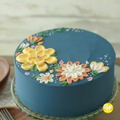cake decorating videos How to Make a Buttercream Flower Painted Cake Buttercream Cake Designs, Cake Decorating Frosting, Buttercream Flower Cake, Cake Decorating Videos, Cake Decorating Techniques, Simple Cake Decorating, Fondant Cake Decorations, Butter Icing Cake Designs, White Fondant Cake