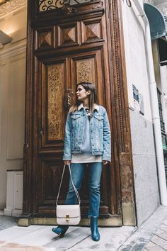 Mother_Jeans-Ripped_Jeans-Light_Blue_Sweater-Denim_Jacket-Levis-Outfit-Blue_Boots-Street_Style-8 Light Blue Sweater, Mother Jeans, Collage Vintage, Blue Boots, Blue Sweaters, Ripped Jeans, Street Style Women, Blue Jeans, Shorts