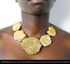 Imaï (Julie Borgeaud) - collier - Pierres recouvertes de feuilles d'or.