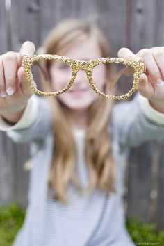 How to make your own DIY glitter glasses!  Check it out on Capturing-Joy.com