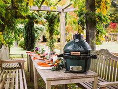 Big Green Egg barbecues bij Hanolux - BBQ plezier in Turnhout Green Egg Mini, Green Eggs, House Proud, Polywood Adirondack Chairs, Outdoor Furniture Sets, Outdoor Decor, Garden Planning, Barbecue, Outdoor Living
