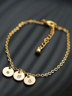 Personalized dainty initial bracelet from EarringsNation