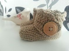 These boots are made for walking... handmade babyboots. Dutch pattern by lindevrouwsweb.nl