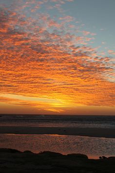 Sunset in Camps Bay, Cape Town, South Africa. Lake Camping, Camping Places, Camps Bay Cape Town, Western Photography, African Sunset, Bay Photo, Sunset Silhouette, Cape Town South Africa, Sunset Photos