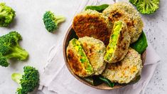 Salmon Burgers, Avocado Toast, Baked Potato, Potatoes, Aktiv, Vegan, Baking, Breakfast, Ethnic Recipes