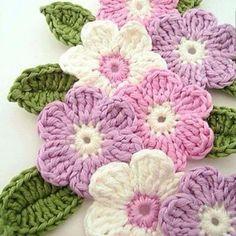 Buen día!!! Les comparto el esquema para realizar estas lindas flores que pueden servir para adornar un suéter de bebe o un vestido o hacer ...