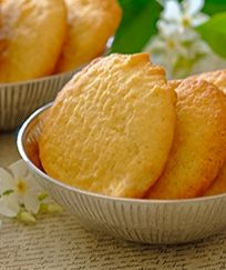 Need a recipe for scrumtious biscuits? Try this quick coconut cookies recipe today and rate Stork's recipes here. Stork – love to bake. Vanilla Biscuits, Coconut Biscuits, Coconut Cookies, Yummy Cookies, Stork Recipes, Cupcake Recipes, Cookie Recipes, Dessert Recipes, Desserts