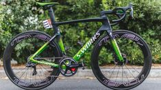 Tour de France bikes: custom-painted framesets for the jersey winners in Paris — gallery Cycling Art, Road Cycling, Cycling Bikes, Cycling Quotes, Paint Bike, Bicycle Painting, Folding Mountain Bike, Mountain Bike Shoes, Bmx