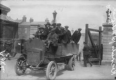Recruits for National Army Ireland 1922 Army Vehicles, Armored Vehicles, Easter Rising, In Cold Blood, Army Uniform, Irish Eyes, Vintage Photos, Celtic, Antique Cars
