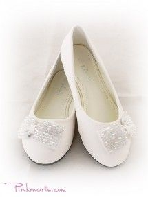Visit our online store to find a massive range of flower girl dresses, Communion dresses, & pageant dresses in premium quality. Communion Shoes, Holy Communion Dresses, First Holy Communion, Communion Banners, White Shoes For Girls, Rings For Girls, Girls Shoes, Baby Shoes, Flower Girl Shoes