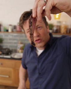 How to cook perfect steak Jamie Oliver Steak, Jamie Oliver Quick, Jaime Oliver, Jamie Oliver Healthy Recipes, Jamie Oliver 5 Ingredients, Jamie Oliver Recipes Dinners, Fillet Steak Recipes, Meat Recipes, Cooking Recipes