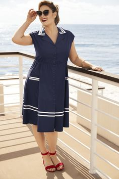 This navy cotton swing dress goes for all the retro rockabilly feels with a button down front that lends a fitted silhouette. White piping lines the prim foldover collar and along the swing skirt. A stretch waistband has nipped-at-the-waist appeal.