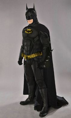 Batman is the Dark Hero of Gotham Batman And Batgirl, Batman Comics, Batman And Superman, Batman Artwork, Batman Wallpaper, Batman Cosplay, Superhero Movies, Comic Movies, Justice League